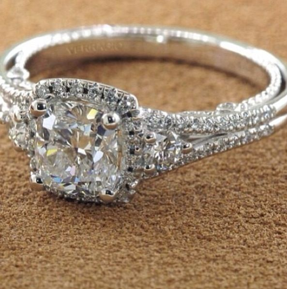love the philagree along the sides instead if paved diamonds.