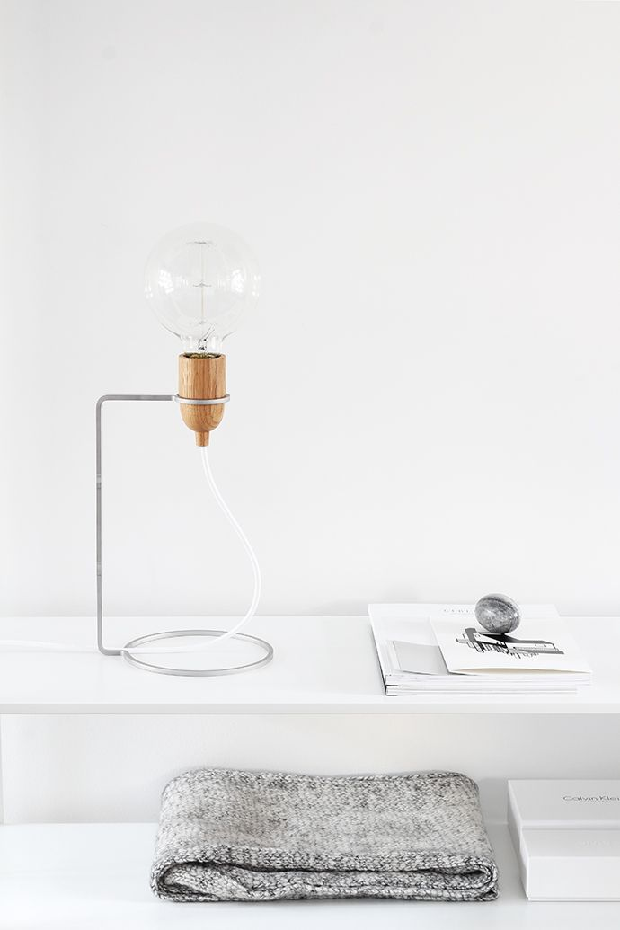 Arnhem based Dutch designer Jet de Bruijn creates beautiful interior products with clean lines manufactured from pure materials, under the label jet. Her latest design is the minimal, modular and elegant lamp, Tammel, comprised of a slim stainless steel frame and oak/walnut socket.