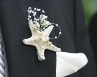 Étoile de mer boutonnière avec perles et fleurs - plage de mariage magnifique