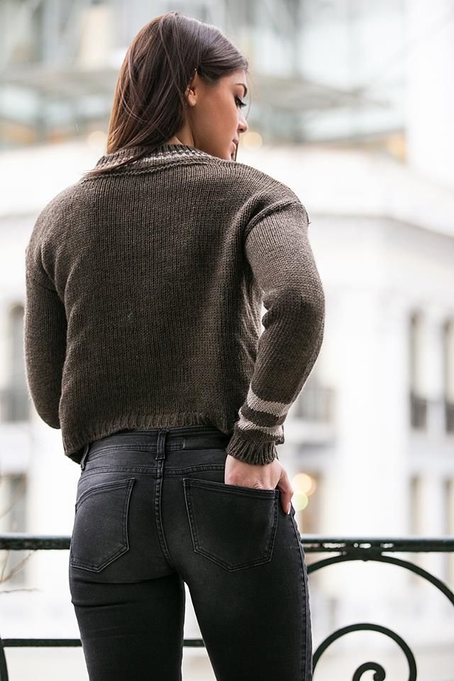 Knitted blouse with round neck and long sleeves. Ribbed collar, hem and cuffs. Made in Italy. http://www.modaboom.com/clothes/knitwear-tops/kafe-plekti-mplouza-32/