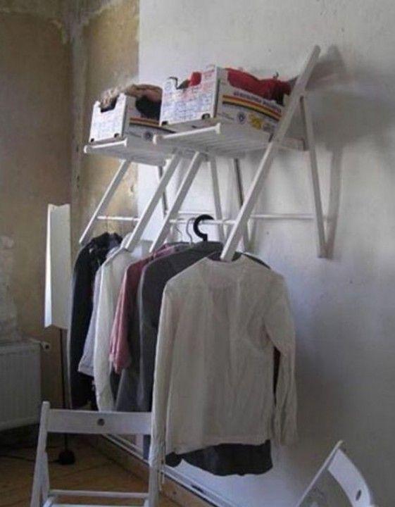 Дополнительное место для хранения можно получить из простого раскладного стула.