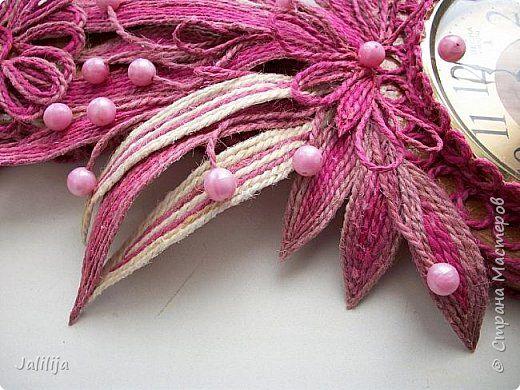 Уважаемые жители и гости Страны мастеров! Эти часы декорированы джутовой верёвкой, которую я предварительно покрасила. Хочу поделиться с вами, как это делается. фото 37