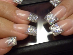love the silver sparkle...i miss my fake nails...i think sparkly gold would b great too!
