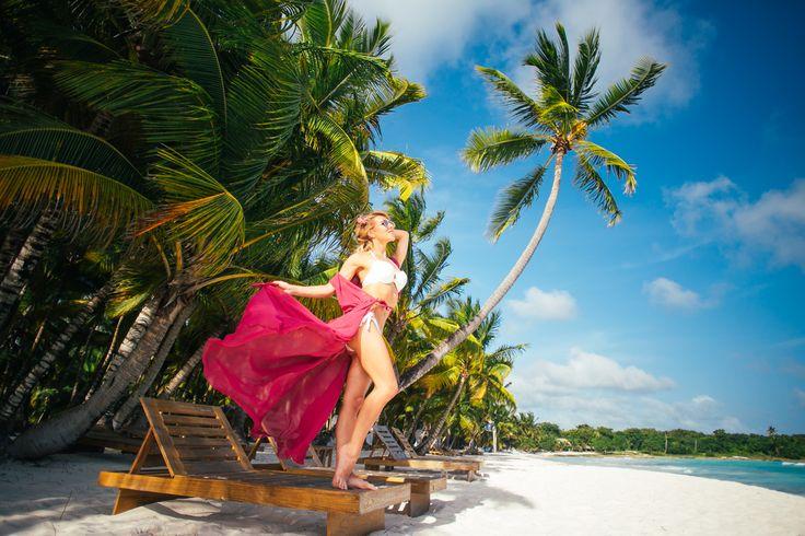 Карибы – это океан, солнечные ванны и полный релакс☀️🌴. Поэтому совершенно невозможно обойти вниманием такой предмет пляжного интерьера как шезлонг (в переводе с французского– длинный стул). Без него не обходится сегодня ни один курорт, отель и даже дом в Доминикане. А виноват во всем великий архитектор, художник и дизайнер Ле Корбюзье. Этот француз и изобрел в 1929 году первые современные шезлонги🙏. Основа этого деревянного лежака была полотняная, что позволяло легко складывать и…