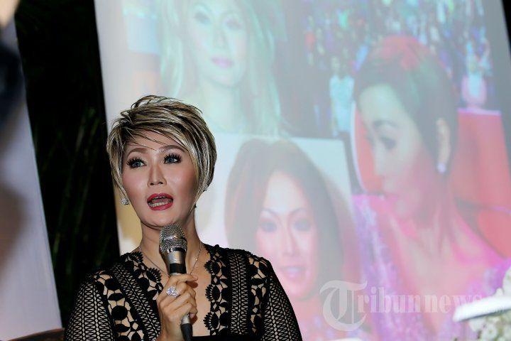 INUL DARATISTA - Pedangdut Inul Daratista saat ditemui pada acara peluncuran produk kecantikan Miracle di kawasan Sudirman, Jakarta Pusat, Kamis (17/12/2015). Inul merupakan selebritis yang menggunakan produk kecantikan tersebut. TRIBUNNEWS/JEPRIMA
