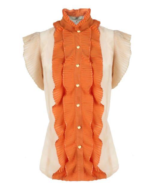 Dahabe Top Oranje – Goldie-Estelle -   Deze mouwloze top is van een soepele stof en heeft een hoge kraag. De blouse sluit met gouden knoopjes aan de voorzijde. Rondom de knoopsluiting en op de pofmouwen zijn plissé ruches bevestigd.
