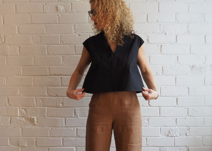 Meet our latest Tessuti pattern – theLeni Top! After we released ourmuch-lovedEsther Shortspattern in 2014,we really wanted to createa simple, classic croppedstyle that looked goodwith a high-waisted garment. A few years ago we went on a little journey with Leni...