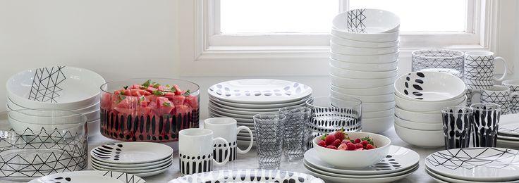 Gorgeous Black & White buffet www.bzyoo.com #decor #homedecor #black #white #food