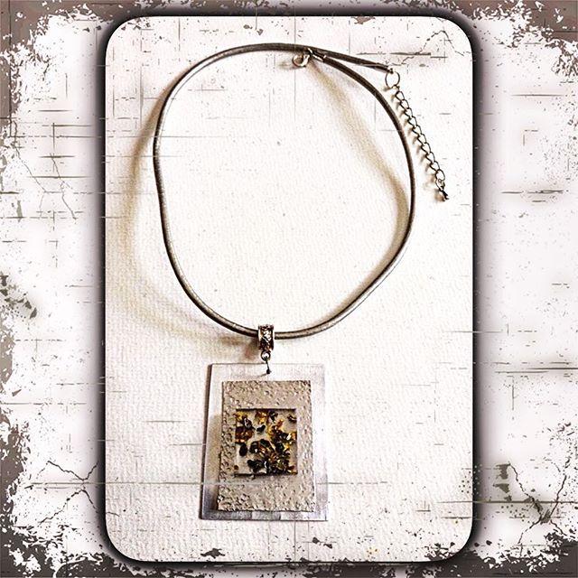 elegante Halskette in silber mit gefüllten Cabochon und schöner Prägung-Handarbeit-jetzt in meinem Ebayshop~~elegant necklace in silver with cabochon-filled and beautiful embossed Handwork now in my Ebay store ~~#handmade #halskette #handmadejewelry #jewelry  #design #metal #modeschmuck #kette #patina #prägen #lederband #silber #silver #fashion #embossing #fashionjewelry #accessoire #schmuck #metalembossing #handcrafted…