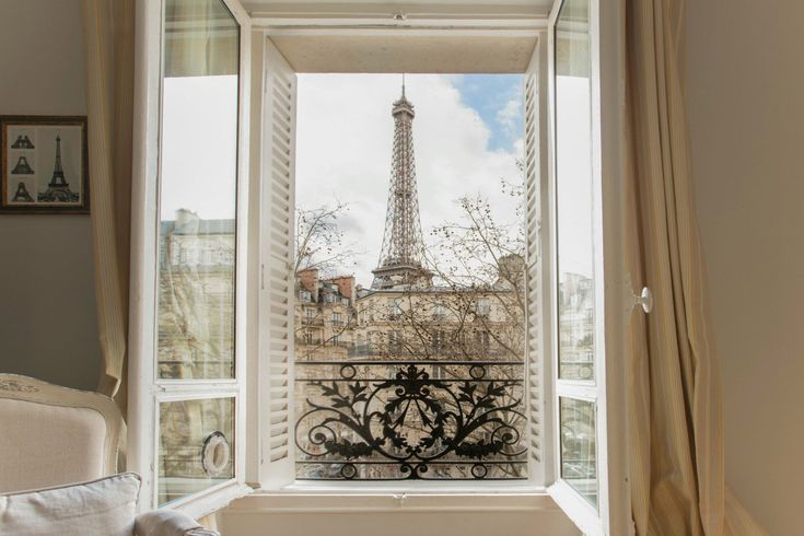 1 Bedroom charming and spacious vacation rental with stunning views #Paris #EiffelTower #Francela