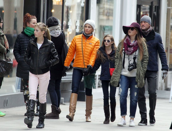 Tim McGraw is surrounded by ladies! He shops in London with his wife & THREE daughters!