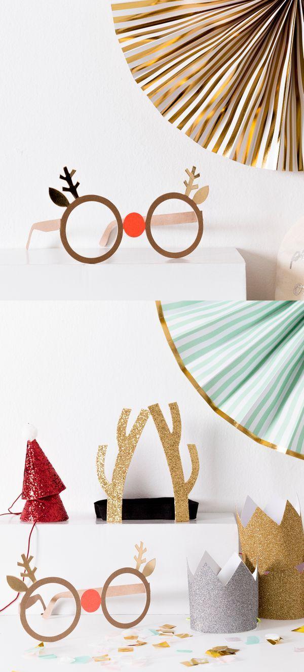 Gafas de navidad Glas | Lo importante siempre es reír y divertirse con los tuyos, por eso Glas es el complemento perfecto para estas fechas. Unas gafas de papel con orejas y cuernos de reno en dorado.  #kenayhome #kenay #home #navidad #dulce #fiestas #christmas #xmas #reno #rudolf #gafas #merry #merrychristmas #deco #decor #decoration #interior #design #interiordesign #white #whiteinterior #scandi #nordik #nordic #kids #niños #decoración #papanoel #reyesmagos #regalos