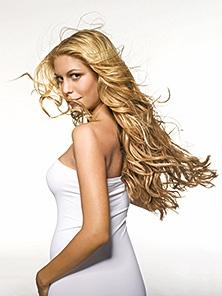 Langes Haar, das gesund aussieht - kaum eine Frau träumt nicht davon. Doch leider wachsen die eigenen Haare nicht immer so, wie Frau es sich wünscht.  Entweder man erreicht die gewünschte Haarlänge nicht, weil die Spitzen ständig abbrechen, oder der Übergang von der Kurzhaarfrisur zur langen Löwenmähne dauert einfach zu lange. Eine bequeme und schnelle Lösung bietet Haarverlängerung in Berlin!