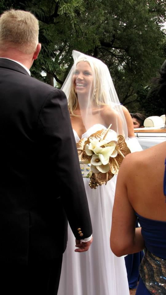 Leanndra greeting her father as she arrives for the ceremony - obviously happy with life and ecstatic to be where she is.