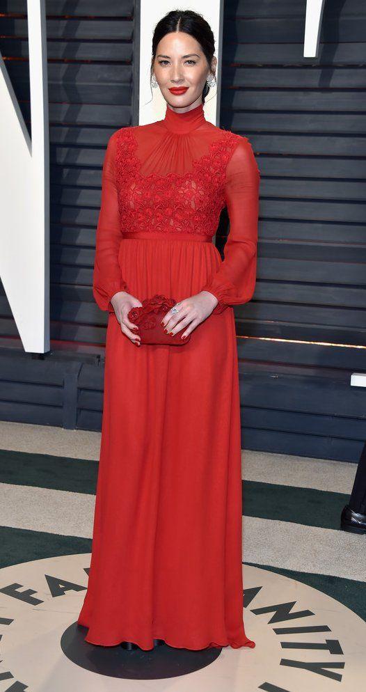 Olivia Munn in Giambattista Valli attends the 2017 Vanity Fair Oscar Party. #bestdressed