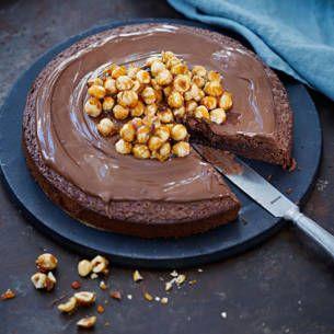 Nutellakladdkaka gör du enkelt med bara tre ingredienser. En supergod variant av mer traditionell kladdkaka. På grund av de få ingredienserna gör du mästerverket på bara några minuter. Allt som behövs är nutella, ägg och mjöl. Och vet ni...det smakar himmelskt gott!!!