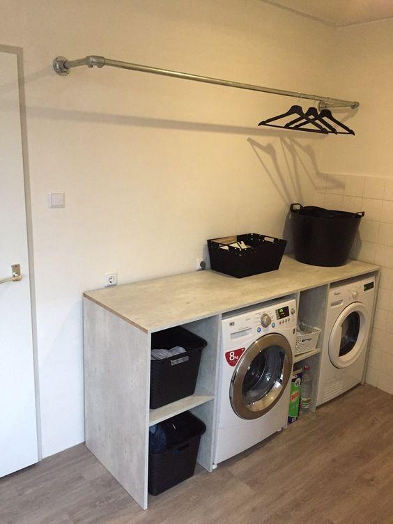 binnenkijken bij mariannehome - Ombouw om de wasmachine en de droger gemaakt. De stang boven de wasmachine is een steigerbuis.