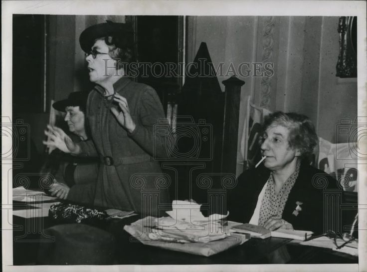 1946 Press Photo London Mrs. Lovelock speaks to more than 300 British housewives