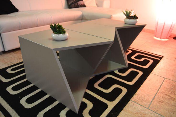 Moduli componibili dando la possibilità di trasformarsi da tavolino a libreria a porta tv a  sgabelli etc