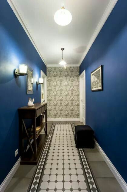 Синий коридор в классическом стиле. Hallway