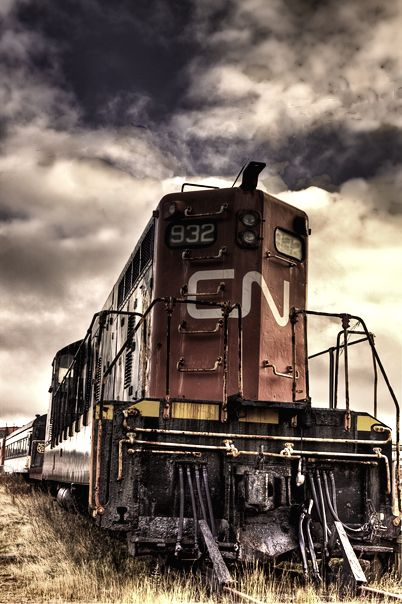 The CN railroad has 22,000 employees. The CN railroad is the largest railway in Canada. Today CN owns about 20,400 route miles. CN stands for Canadian national. http://en.wikipedia.org/wiki/Canadian_National_Railway