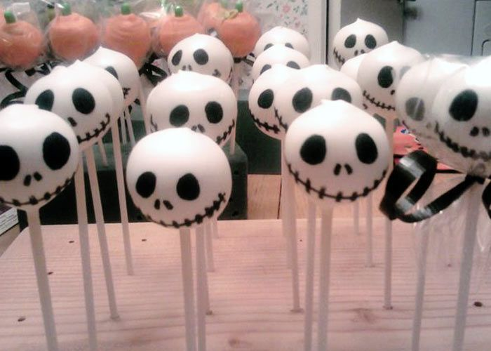 Skeleton Jack Skellington, Nightmare Before Christmas, cake pops!  Love it for Halloween.