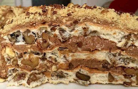 Этот вкуснейший торт состоит из очень простых ингредиентов. А выпекается очень быстро. Фантастически вкусный, красивый. Короче говоря, он вполне достоин королевского стола! Ингредиенты Коржи: + 10 белков, + 240 г сахарной пудры, + 400-500 г грецких орехов, + 2 столовых ложки крахмал