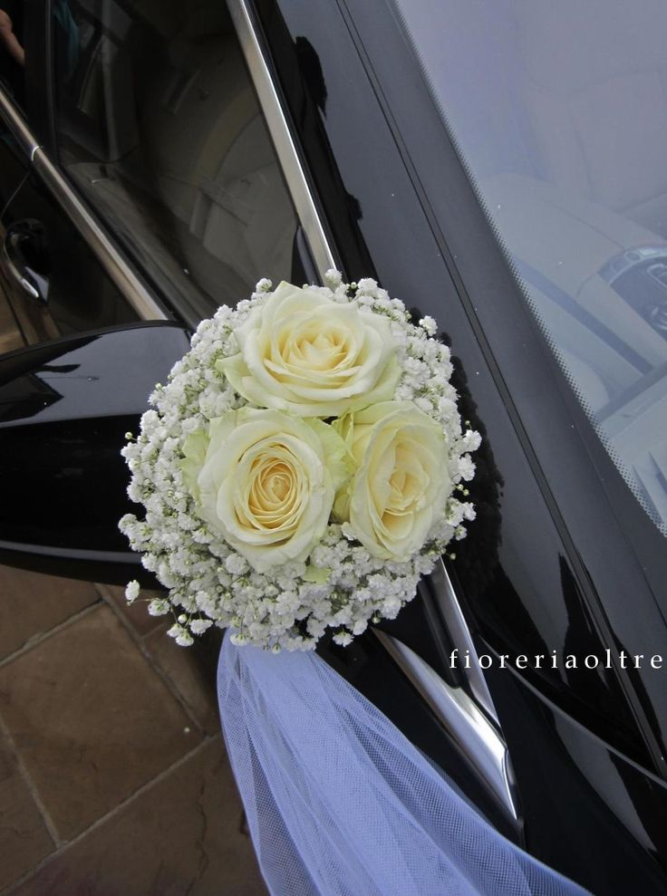 Fioreria Oltre/ Wedding car decoration/ White roses and baby's breath