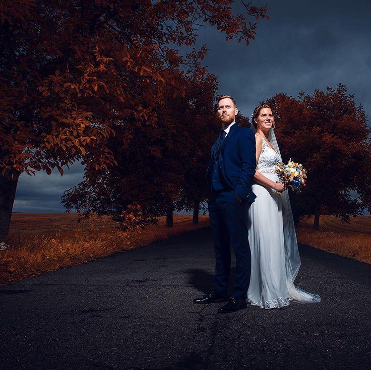 So jetzt hier das letzte Bild vom inselhopping! Dieses Bild ist auf der Lebkuchen-Insel entstanden welche sich einfach etwa 10m weiter vorne befindet. Wie man sieht hat sich das tolle Wetter gehalten allerdings habe ich bei diesem Bild den Kollegen Blitz um Hilfe gerufen da dieses Foto sonst nicht diesen ikonischen Look haben würde.  mehr blitzgescheites von tollen Brautpaaren und schönen Hochzeiten auf http://ift.tt/1lX56G6 #hochzeitsfotograf #hochzeitskleid #braut2018 #stuttgart…