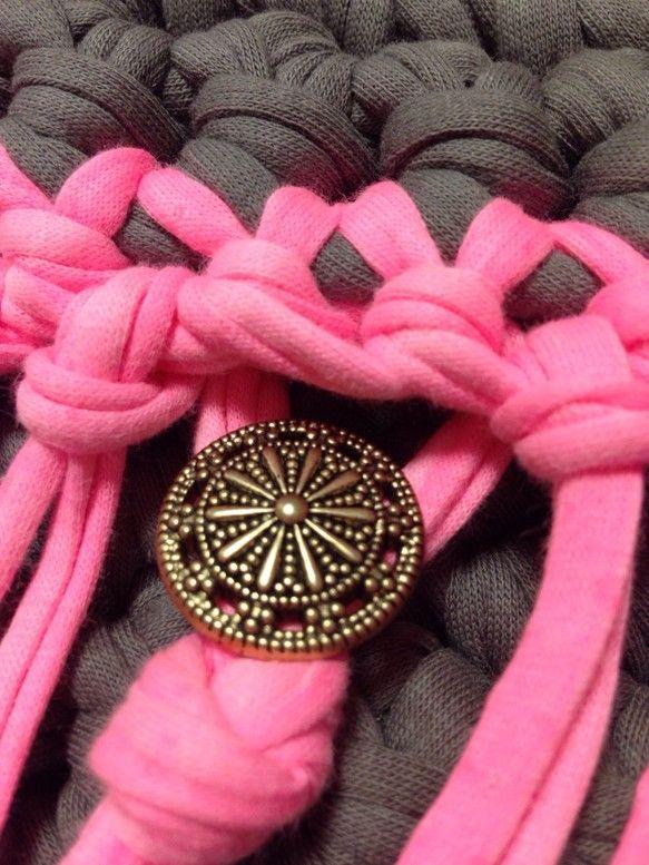 蛍光ピンクのフリンジクラッチ