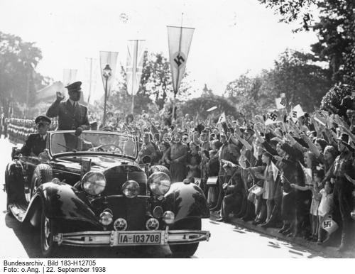 Zur Besprechung des Führers mit dem englischen Ministerpräsidenten Chamberlain in Bad Godesberg a/Rhein Unter dem Jubel der Bevölkerung führt der Führer vom Bahnhof Godesberg zum Hotel Dreesen, wo die Besprechung stattfindet.