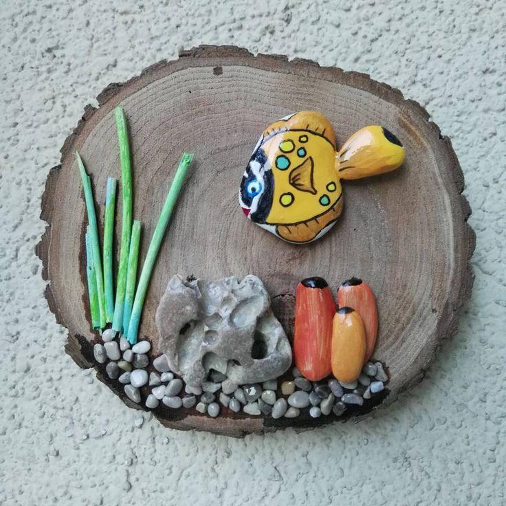 Ahşap ve taş boyama birlikte çok güzel...Taş boyama pano...  #taş  #taşboyama #stonepainting  #stoneart  #stone #ahşaptasarım #tasarım  #handmade #workshop #balıklıpano #taşboyamapano #balık #deniz