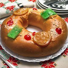 Στην Ισπανία το «Κέικ των Τριών Βασιλιάδων», το ψωμί αυτό το φτιάχνουν το βράδυ πριν τα Θεοφάνεια ή ανήμερα το πρωί στις 6 Ιανουάριου. Εκείνη την ημέρα τα παιδιά παίρνουν τα δώρα τους από τους Τρεις Μάγους που επισκέφθηκαν τον μικρό Χριστό όταν γεννήθηκε