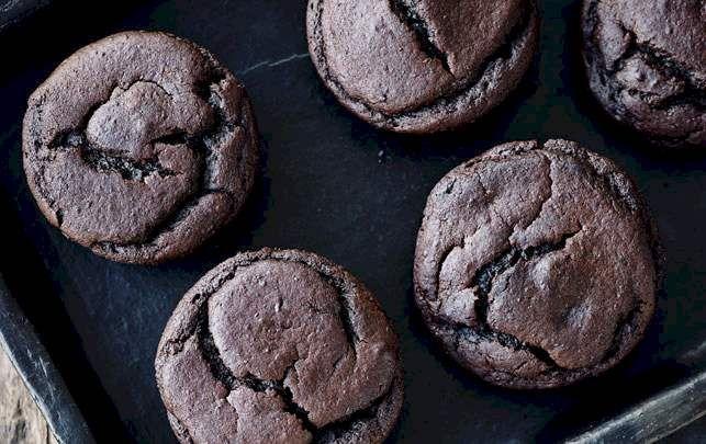 Prøv denne opskrift på chokolademuffins med sorte bønner - og uden mel og sukker.