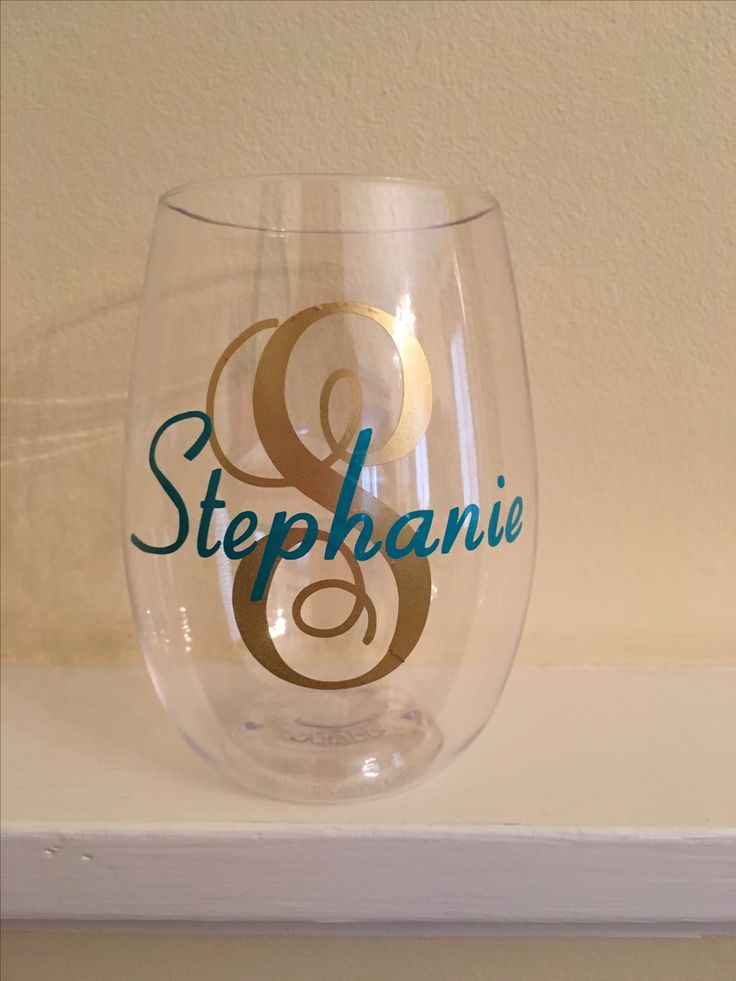 Name monogram with capital letter in script on GoVino wine glass with Oracal vinyl. Made with Silhouette machine.