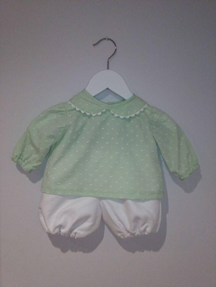 Blusa de algodón plumeti bordado con cuello Peter Pan y manga fruncida, disponible en tres colores, ropa de bebé hecha a mano de Amanitajc en Etsy