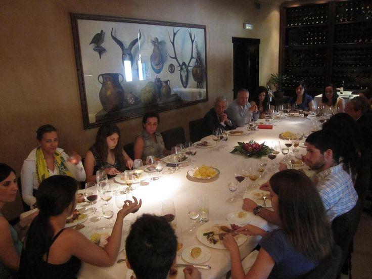 """Otra """"mesa para el recuerdo"""". Panorámica del grupo. Restaurante El Bodegón (Madrid), 8.07.2013. Imagen Nuria Blanco @nuriblan, @UCMgastro."""