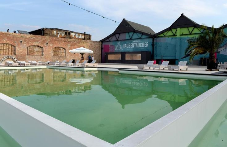 Ther Open Air Club Haubentaucher on Friedrichshain's RAW-grounds with its pool, whirlpool open air cinema and yoga under open skies is THE new summer location in Berlin for 2015!