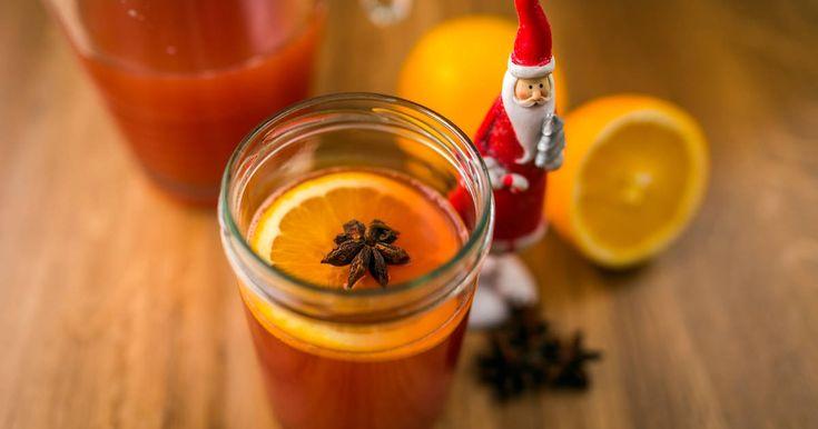 Mennyei Alkoholmentes adventi puncs recept! A karácsonyi összejövetelek, családi események egyik elmaradhatatlan darabja ez az alkoholmentes adventi puncs recept! ;) Decemberben kötelező darab! ;) Gyerekeknek, és autót vezető felnőtteknek is remek üdítő! ;)