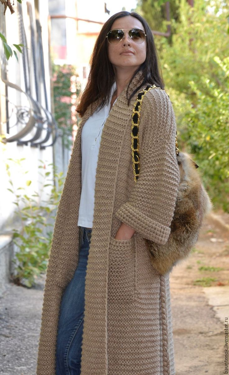 Купить или заказать Вязаный кардиган 'Camel' из коллекции 'Camel Wool' в интернет-магазине на Ярмарке Мастеров. Удлиненный вязаный кардиган «Camel» укроет Вас от ветра и холода, позволит с комфортом перемещаться по улице в прохладные осенние дни. Теплый песочный цвет является нейтральным, что позволит Вам легко сочетать этот кардиган с вещами других оттенков. Глубокие карманы удобно расположены так, чтобы в них можно было греть руки. Вязаный кардиган «Camel» универсального размера заменит…