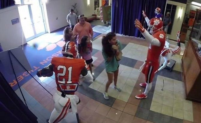 Prank Video:Clemson Quarterback Poses As Mannequin Freaking People Out