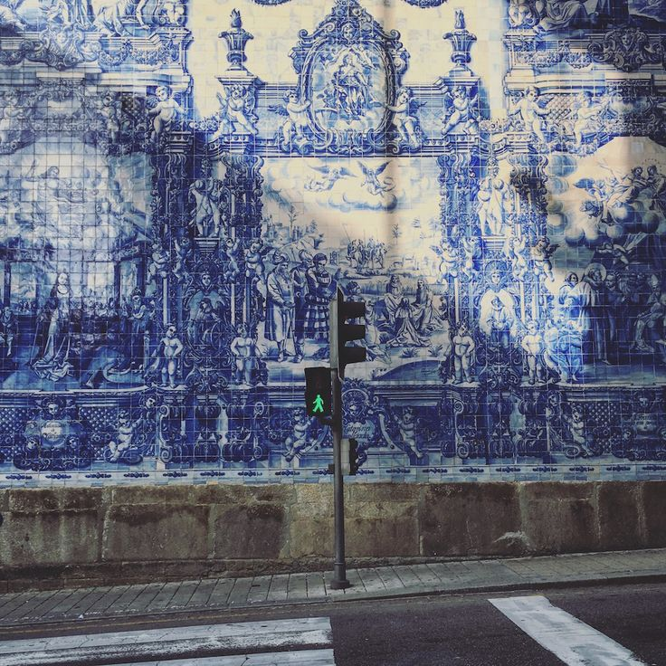 I've just got back from a fascinating three days in North Portugal, first stop–Porto. They say it's a ghost town in the making, where the youngest and brightest have fled and left the city to the elders, and the sorry state of many of Porto's beautiful tiled townhouses wouldn't