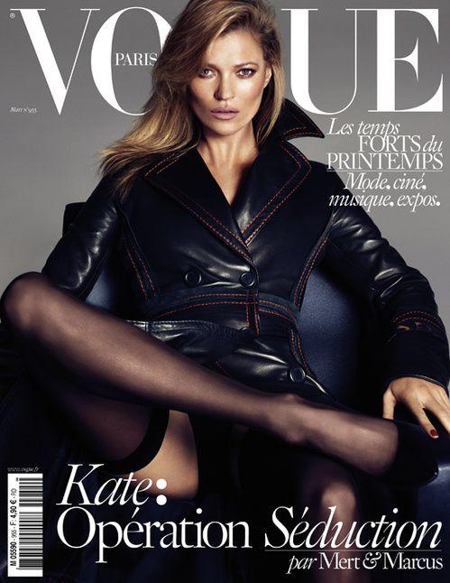 Le numéro de mars 2015 de Vogue Paris avec Kate Moss en trench noir par Mert & Marcus