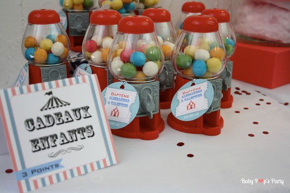 baby pop's party baptême fête foraine circus christening sweet table red rouge candy bar pop corn garçon boy grand roue bubble gum chewin