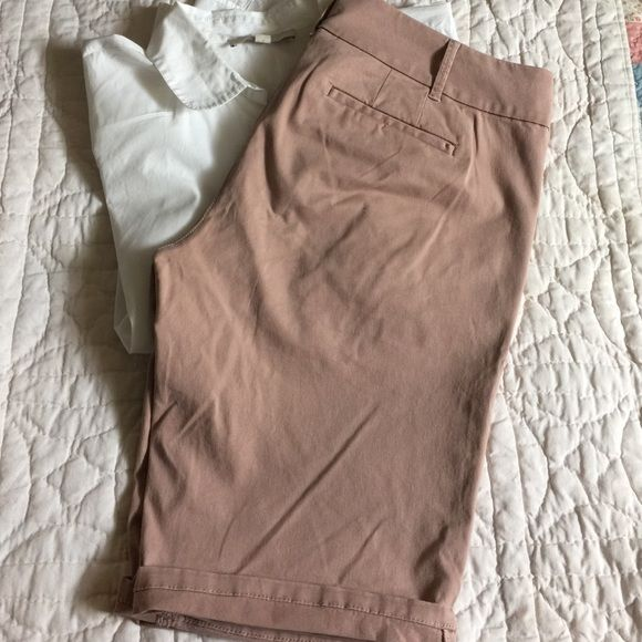 """LOFT dusty Rose skinny kaki shorts size 10 Lovely color dusty rose shorts by LOFT size 10 in a skinny chino style. Unfolded inseam is 12"""". These go with anything you have that buttons down or pulls over.  They can be dressed up with a silk tank and flats or paired with your favorite relaxed Oxford and Vans. LOFT Shorts"""