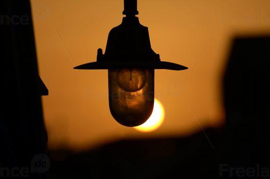 Sunset. Changing the light source. #sunset #lamp #sun #evening #freelancephoto #freelancetoday