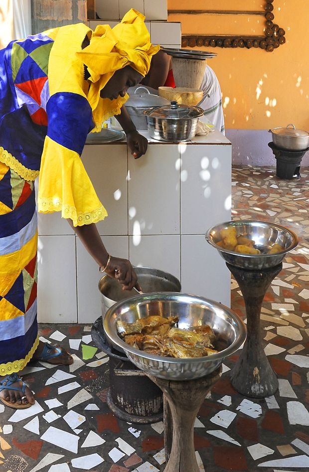 Gambia cooking - serving up