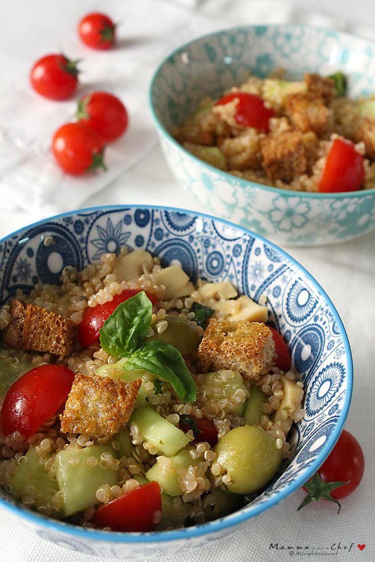 Panzanella di Quinoa, una ricetta Fusion, per un piatto davvero fresco e saporito. Con pomodorini, cetrioli, olive, basilico, quinoa, pane tostato..