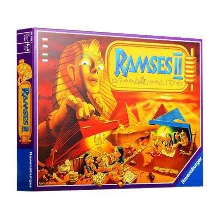 """Ravensburger Настольная игра Рамзес II  Красочная детская настольная игра """"Рамзес Второй"""" обязательно заинтересует ребенка интересным сюжетом и незабываемыми приключениями! Такая игрушка позволит провести интересно свой досуг вместе со всей семьей!  Когда-то давно, очень богатый фараон собирал всю свою жизнь сокровища, которые спрятал затем от посторонних в своих пирамидах. Фараон поместил свои бесценные сокровища под 47 таинственными пирамидами. Однако он сам уже не помнит, что и где у него…"""