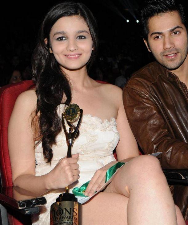 Alia Bhatt Sexy Looks With Varun Dhawan